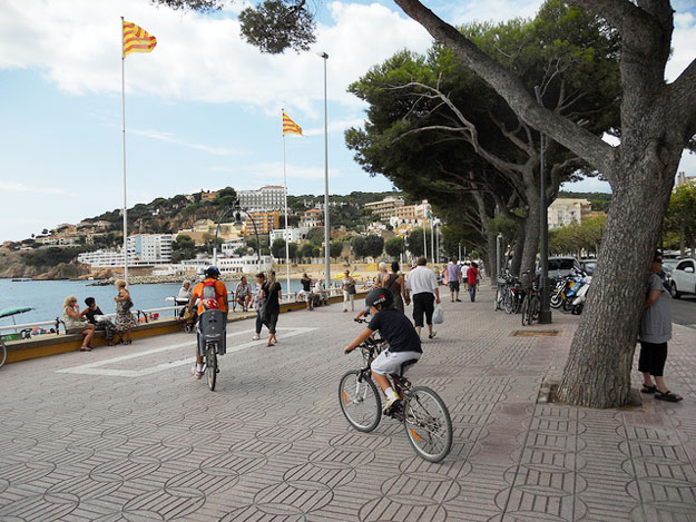 Costa Brava Bike by Arturo Espinosa/ CC BY