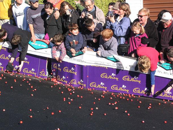 Dunedin Cadbury Chocolate Carnival by Phil Whitehouse/ CC BY