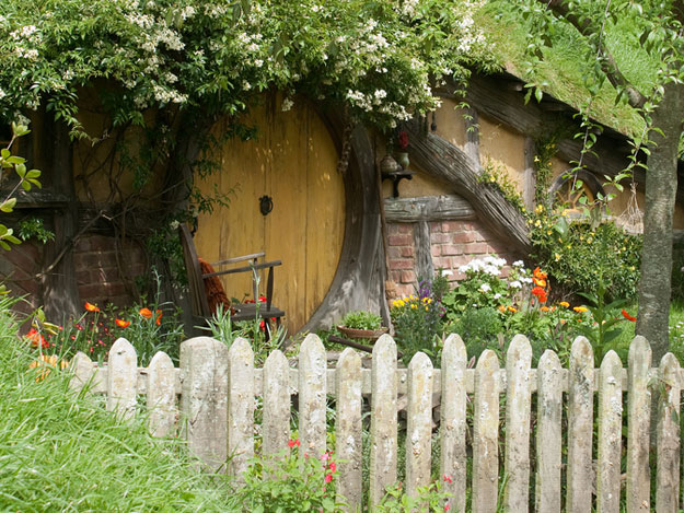 Hobbiton Movie Set by Jessica M. Cross/ CC BY