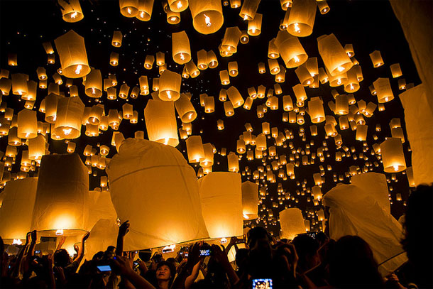 Loy Krathong by John Shedrick/ CC BY