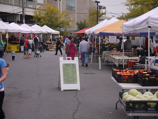 Farmers and Crafts Market by LincolnSquareInsider/ CC BY