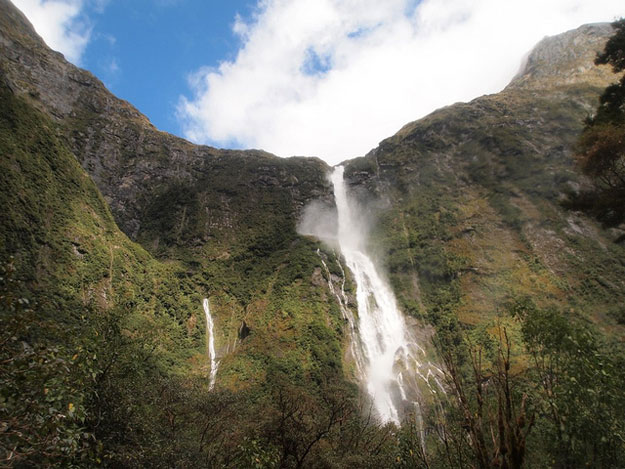 Sutherland Falls by chiropractical/ CC BY
