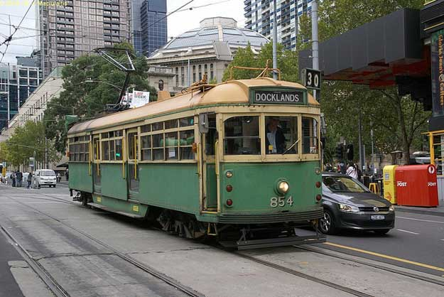 Melbourne Tram by David Maciulaitis/ CC BY