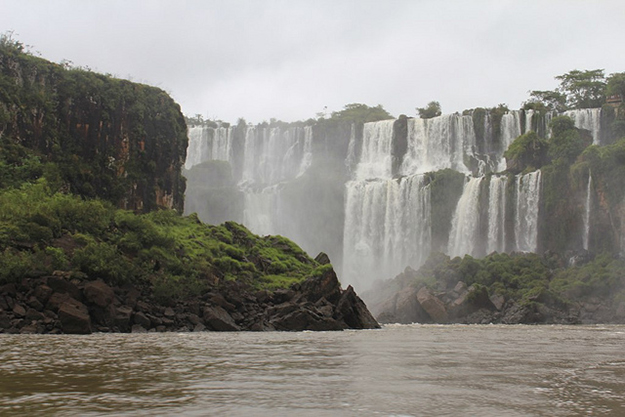 Iguazú Fallsby Ross HuggettCC BY