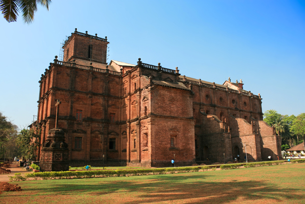 Cross-of-Basilica-Bom-Jesus